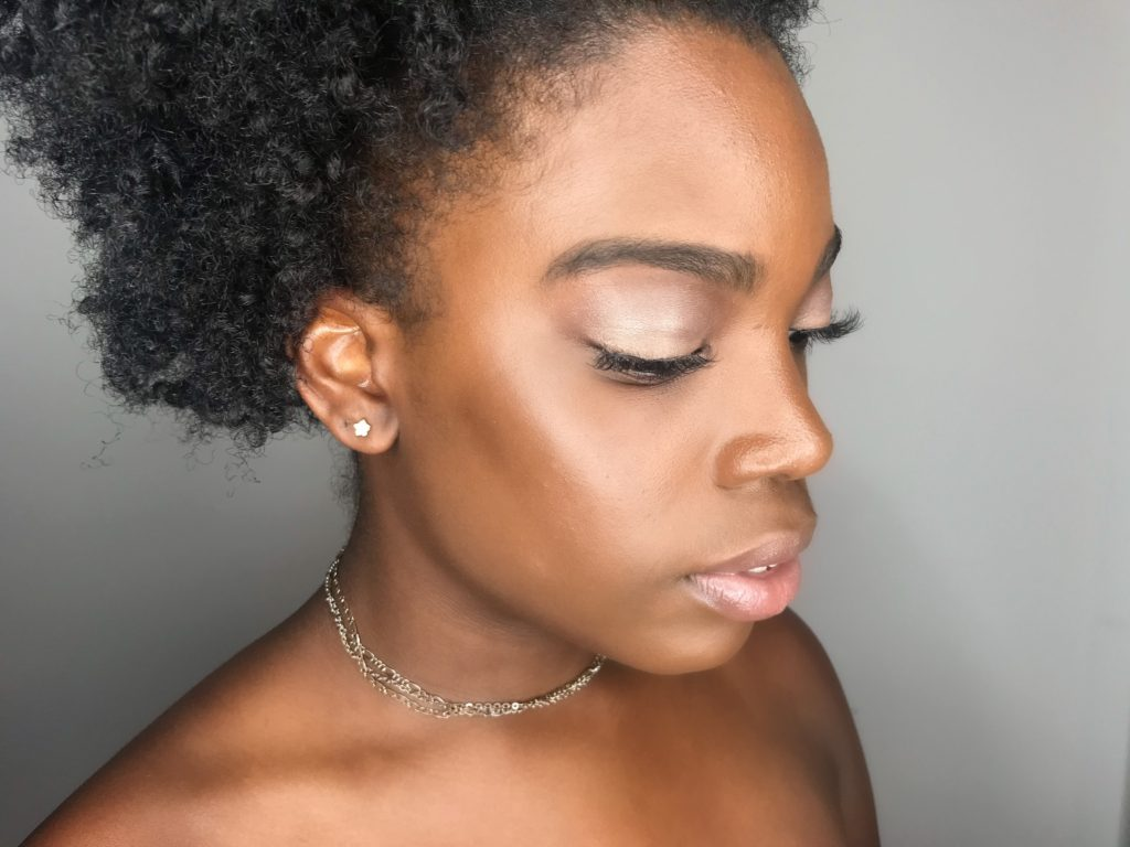 How-To-Create-A-Natural-Look-With-False-Lashes
